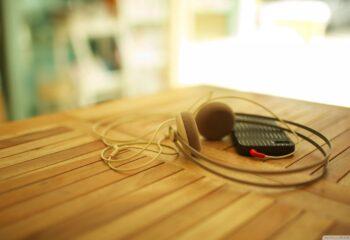 headphones_my_iphone_3-wallpaper-1600x900